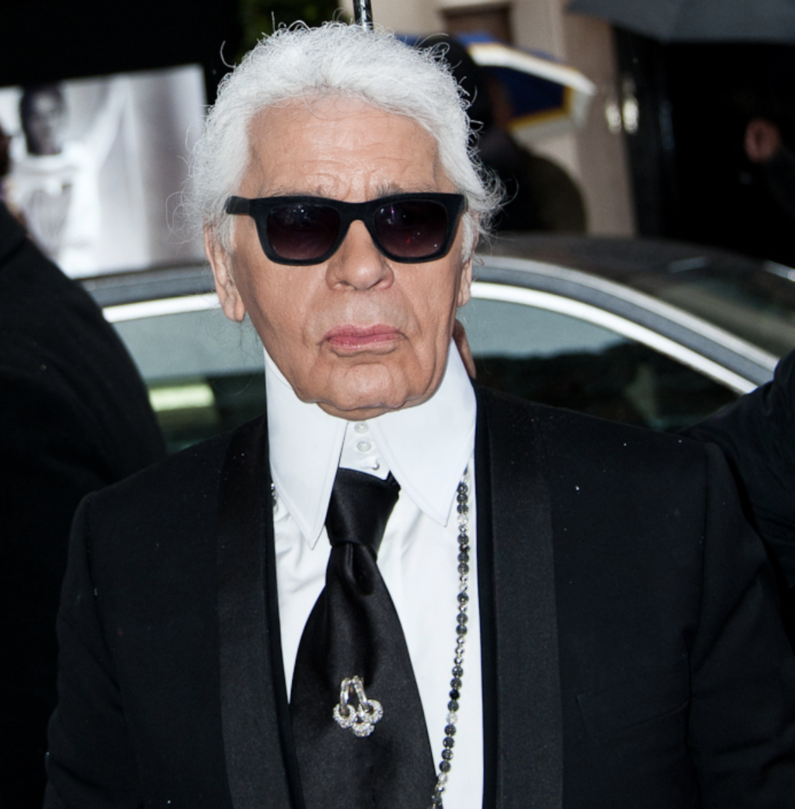 Golocalprov Chanel Fashion Designer Lagerfeld Passes Away At 85